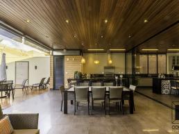 casas térreas, estrutura metálica, varanda, madeira, concreto